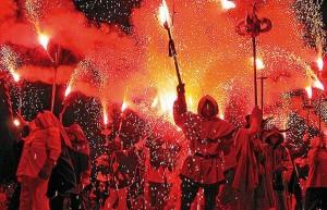 Correfoc fiestas Barcelona. Rentspain